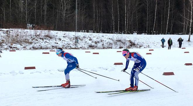 IFK UMEÅs Magdalena Nilsson drar på slutsträckan före Högbo GIF:s Ella Georgsson. I mål var det omvända roller. Foto: CATHRINE ENGMAN