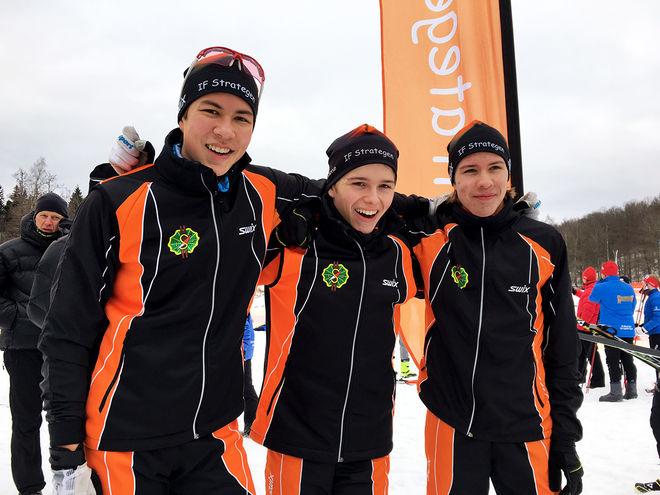 IF STRATEGEN vann H15-16-stafetten på USM i Borås. I laget åkte Filip Borgström, Rasmus Vesterlund och George Ersson. Foto: CATHRINE ENGMAN