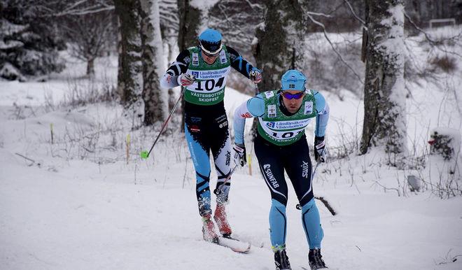 HÄR ÄR Jörgen Brink precis innan han hänger av Klas Nilsson och tar segern i 7-mila 2017 i Robertsfors. Foto: LEIF STENING