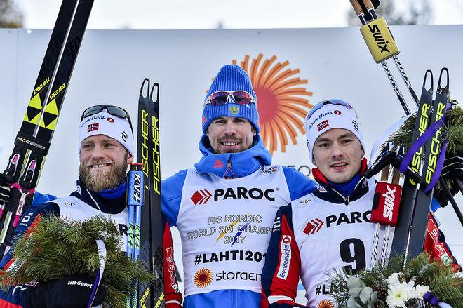SERGEY USTIUGOV (mitten) vann herrarnas skiathlon i Lahtis före Martin Johnsrud Sundby (vänster) och Finn Hågen Krogh. Foto: NORDIC FOCUS