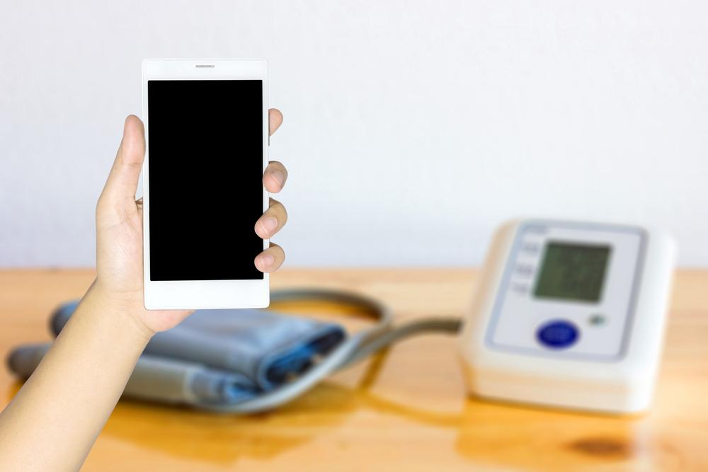 Blodtrykksmåler og mobiltelefon