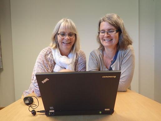 Anne og Trine jobber med klart språk