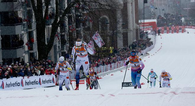 HÄR KORSAR Stina Nilsson mållinjen första i världscupsprinten i Drammen med Hanna Falk (tv) blir trea. Men det var efteråt som dramatiken började. Foto/rights: ÅGE KRISTIANSEN/sweski.com