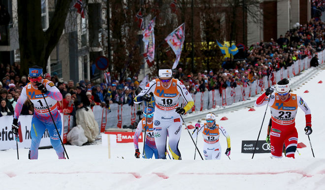 ANNA DYVIK (mitten) svarar på attacken från Marit Bjørgen (höger) och slår ut VM-drottningen i kvartsfinalen i världscupsprinten i Drammen! Vann heatet gjorde dock Krista Pärmäkoski, Finland (vänster). Foto/rights: ÅGE KRISTIANSEN/sweski.com