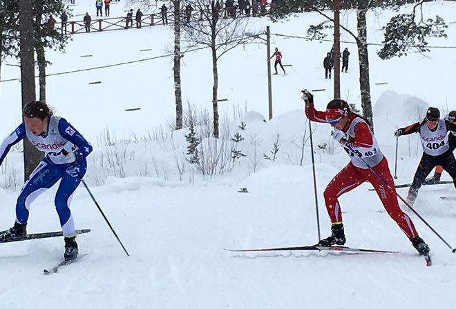 HÄR RYCKER Moa Lundgren i finalen och avgör guldkampen. Johanna Hagström i rött blir tvåa. Foto: CATHRINE ENGMAN