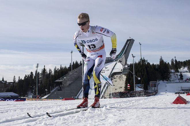 JENS BURMAN kämpade hårt i den tuffa terrängen kring Holmenkollen och blev bäste svensk på en 12:e plats. Han hann också med att ramla mitt i stadion vid en varvning. Foto: NORDIC FOCUS
