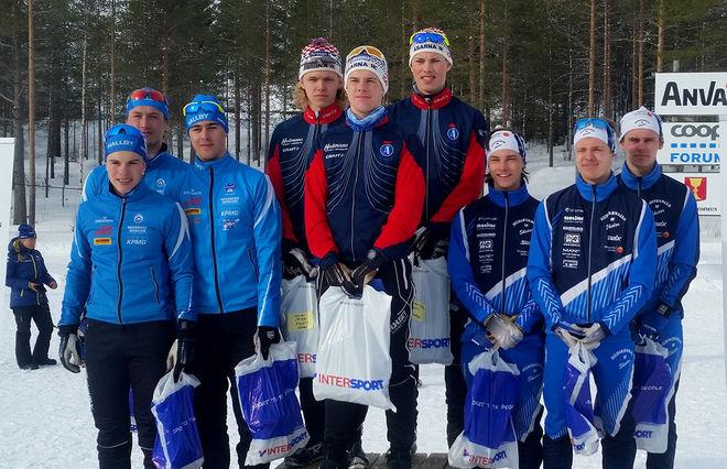 HÄR ÄR DOM tre bästa herrlagen i JSM-stafetten i Kalix. Åsarna IK (mitten) vann före Hudiksvalls IF (höger) och IF Hallby SOK. Foto: CHRISTER RUUS