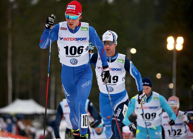 MARTIN JOHANSSON, IFK Mora SK leder SM-touren inför avslutningen i Umeå. Anders Södergren bakom är ansvarig för websändningarna från tävlingarna. Här från SM i Söderhamn. Foto/rights: MARCELA HAVLOVA/sweski.com