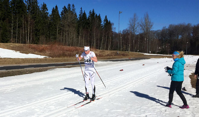 OSKAR SVÄRD i härligt vårväder på veteran-SM i Borås där han dominerade alla tre dagarna. Foto: ARRANGÖREN