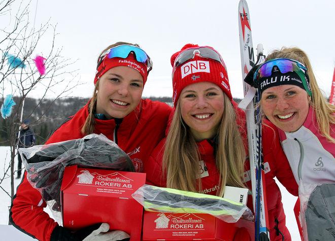 NORSKA SKIDSKYTTEN Kristina Skjevdal (mitten) vann D19-20 före Johanna Hagström, Falköping (vänster) och Johanna Andersson, Falu IK. Foto: THORD ERIC NILSSON