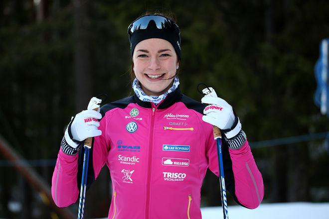SÅ HÄR GLAD är inte Sofia Henriksson idag. Hon har fått påvisat en stressfraktur i ett revben och drömmen om OS i Pyeongchang 2018 är krossad. Foto/rights: KJELL-ERIK KRISTIANSEN/KEK-stock