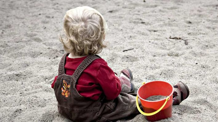 Fosterhjem barn i sand
