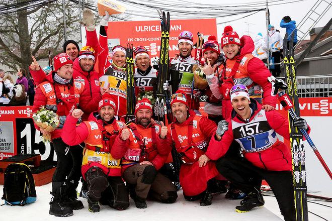 KANADAS LANDSLAG jublar efter en 3:e plats i världscupstafetten i Ulricehamn i vintras. Foto/rights: MARCELA HAVLOVA/sweski.com