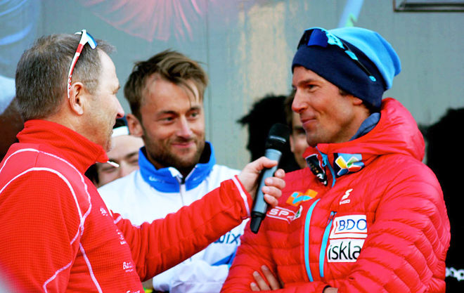 CHRIS JESPERSEN (till höger) ersätter Tomas Northug i Team Coop och blir därmed träningspartner till Petter Northug jr (mitten), som ser ut att vara mycket nöjd med det. Foto: SWESKI.COM