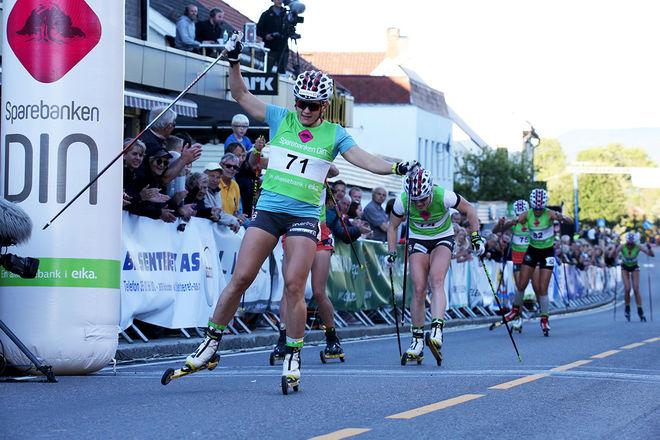 PÅ VÄG mot OS-formen. Maiken Caspersen Falla vinner klart i Sommerlandsprinten i Bø i Telemark i Norge. Hon fick ett bra och viktigt kvitto inför sommarlovet. Foto/rights: MARCELA HAVLOVA/sweski.com