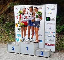 MED HELA 55 sekunders margin vann Kristina Axelsson, Sya SK (mitten) damernas backtävling före tyskan Anna-Maria Dietze (tv) och italienskan Chiara Becchis.