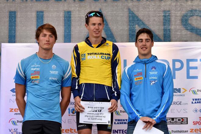 LEO JOHANSSON, Skillingaryd (mitten) vann herrarnas juniorklass före Hallby-åkarna Adam Persson och Simon Jonsson.