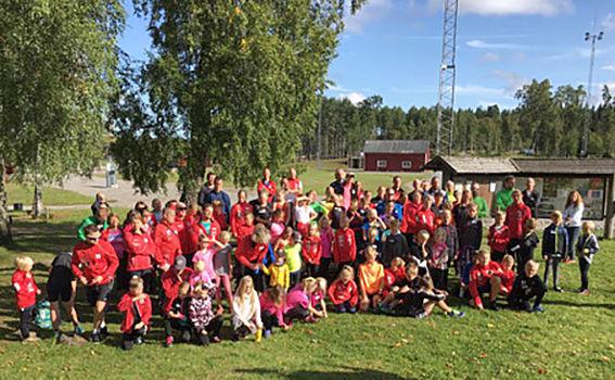 GRUPPBILD från upptaktslägeret för Borås SK:s ungdomar vid Hotell Lassalyckan i Ulricehamn.