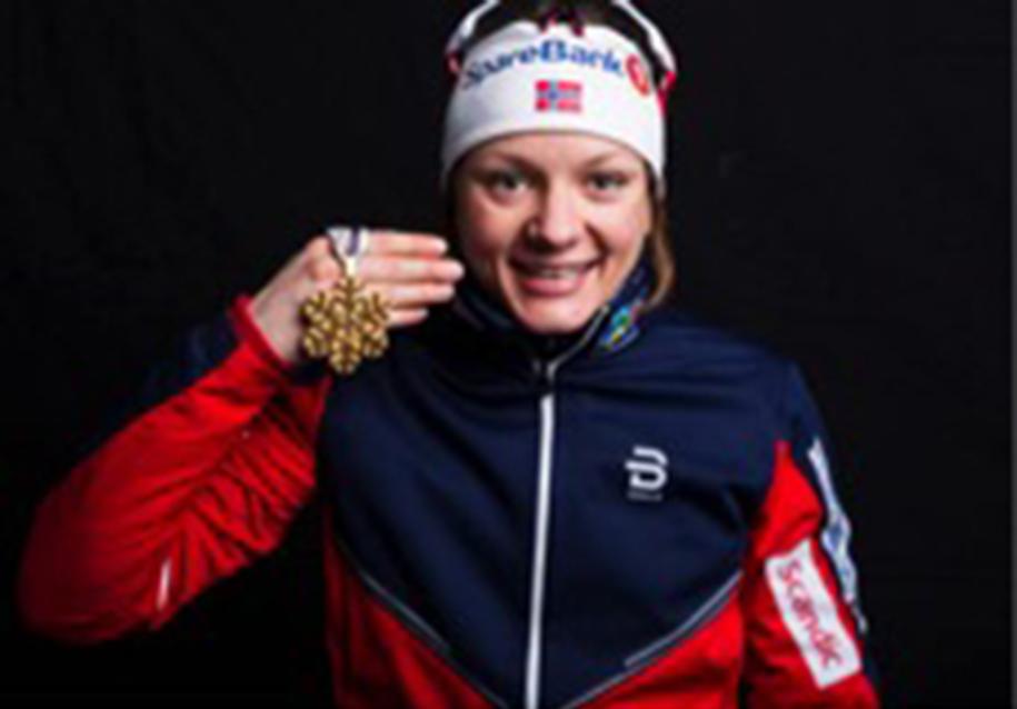 Maiken Kaspersen Falla med medalje fra Lahti