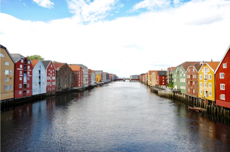 Trondheim og Nidelven med pakkhusene. Foto: Torbjørn Vinje