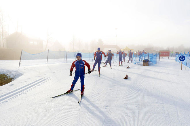 I VANLIG ORDNING är det många som passar på att testa skidorna nu som det är åkbart i Bruksvallarna.