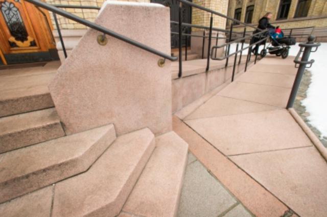 Universelt utformet trapp. Foto: Dibk