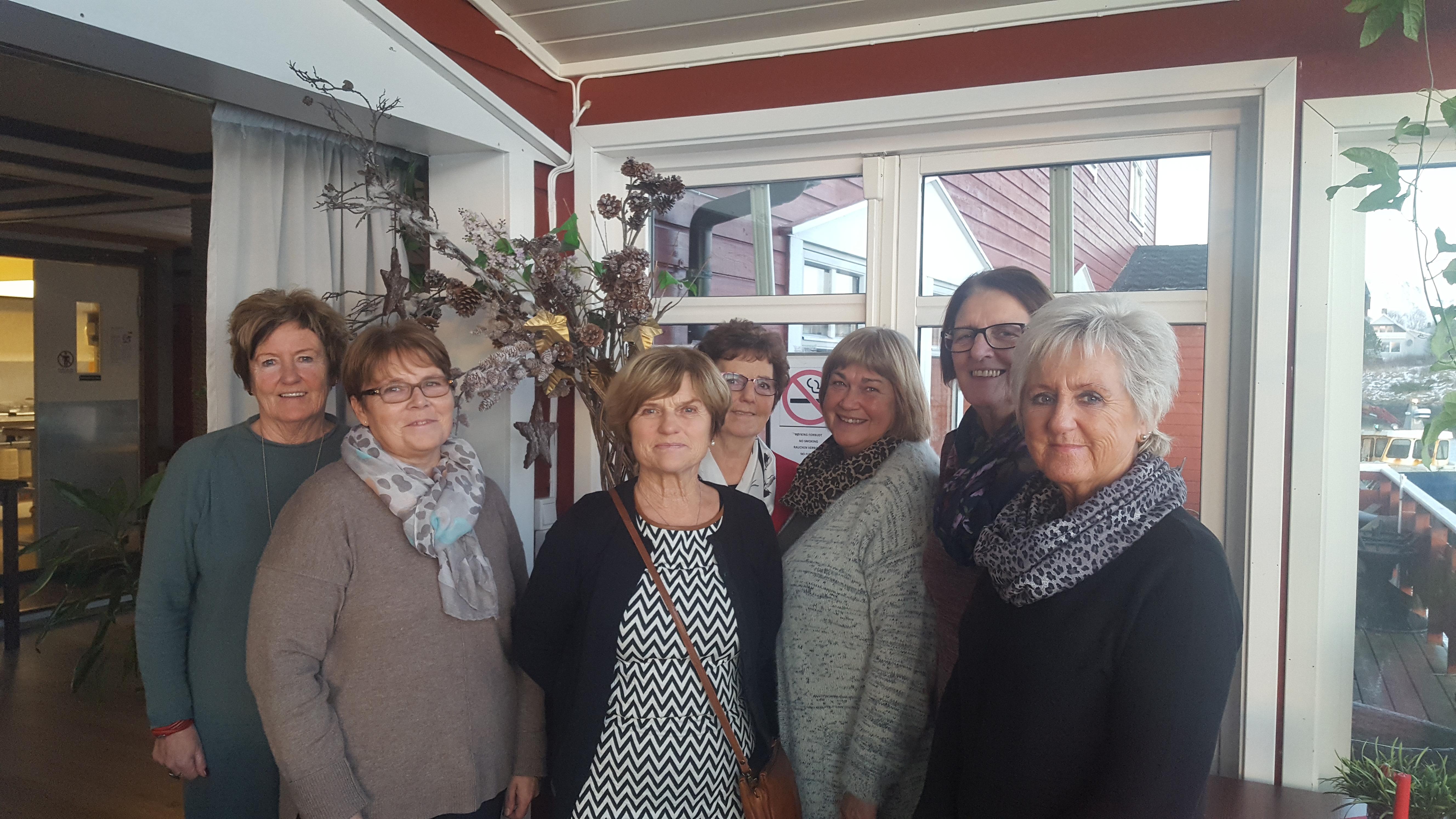 Aktivitetsvennene i Herøy: Fra venstre: Inger Lise Jakobsen, Anne Haraldsen, Gerd Sjåvik, Rigmor Paulsen, Eli Olsen, Janne Vold og Else Skagen. Inger Anne Jørgensen var ikke til stede da bildet ble tatt.