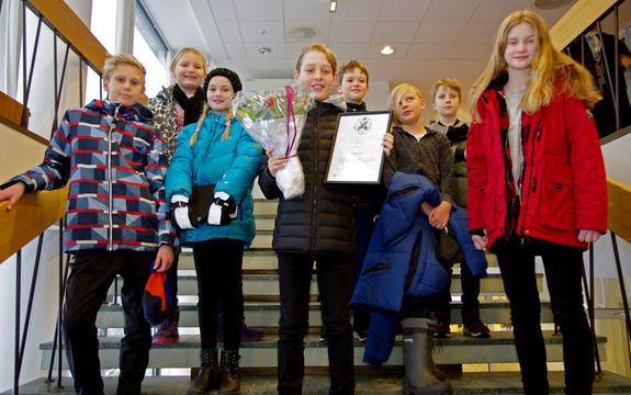 Elevrådet fra Solberg skole har mottatt Miljøvernprisen 2017