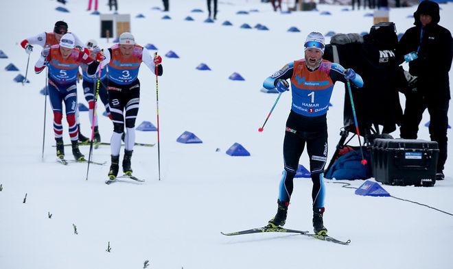 MARTIN JOHNSRUD SUNDBY ryckte en knapp kilometer före mål och höll precis undan på upploppet före Niklas Dyrhaug och Finn Hågen Krogh som var närmast. Foto/rights: MARCELA HAVLOVA/KEK-stock