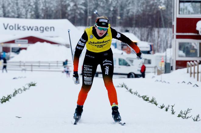 MAJA DAHLQVIST, Falun-Borlänge SK har en tuff vecka. På onsdag världscupsprint i Drammen och fredag-söndag skall hon försöka försvara ledningen och vinna Volkswagen Cup i Övik. Foto: MIKAEL EDSTRÖM