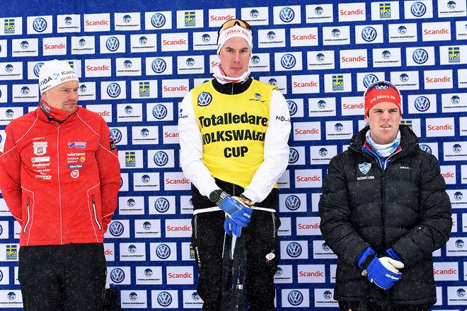 JOHAN HÄGGSTRÖM, Piteå Elit tog tillbaka den gula ledartröjan i Volkswagen cup. Tvåa i sprinten var Karl-Johan Westberg, Borås (tv) och trea Karl-Johan Dyvik, Mora (th). Foto: ROLF ZETTERBERG