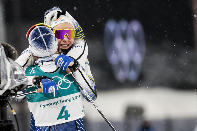 OS-GULD!!!! Stina Nilsson jublar och kramas om av Hanna Falk efter utklassningen i OS-finalen. Foto: NORDIC FOCUS