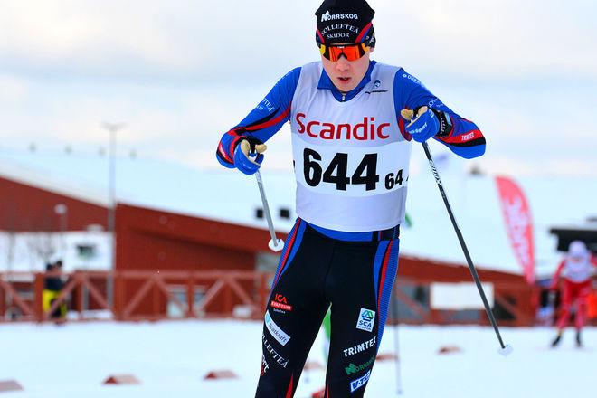 FREDRIK ANDERSSON fixade det andra guldet till Sollefteå Skidor på öppningsdagen av JSM i Hallby. Han pratade med syrran Ebba i Korea innan starten. Foto: ROLF ZETTERBERG