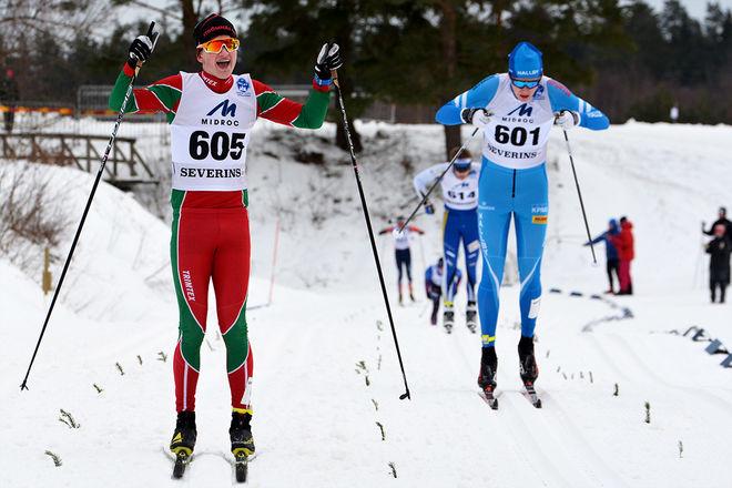 PÅL JONSSON, Strömnäs kan jubla över JSM-guldet i klassisk sprint i H17-18. Tvåa blev hemmahoppet Jonathan Norder från IF Hallby SOK. Foto: ROLF ZETTERBERG