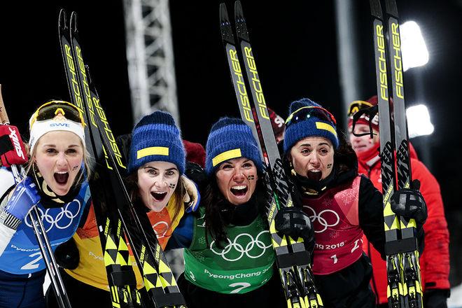 JUBEL FÖR SILVER, ingen gråt för förlorat guld. Från höger: Anna Haag, Charlotte Kalla, Ebba Andersson och Stina Nilsson. Foto: NORDIC FOCUS