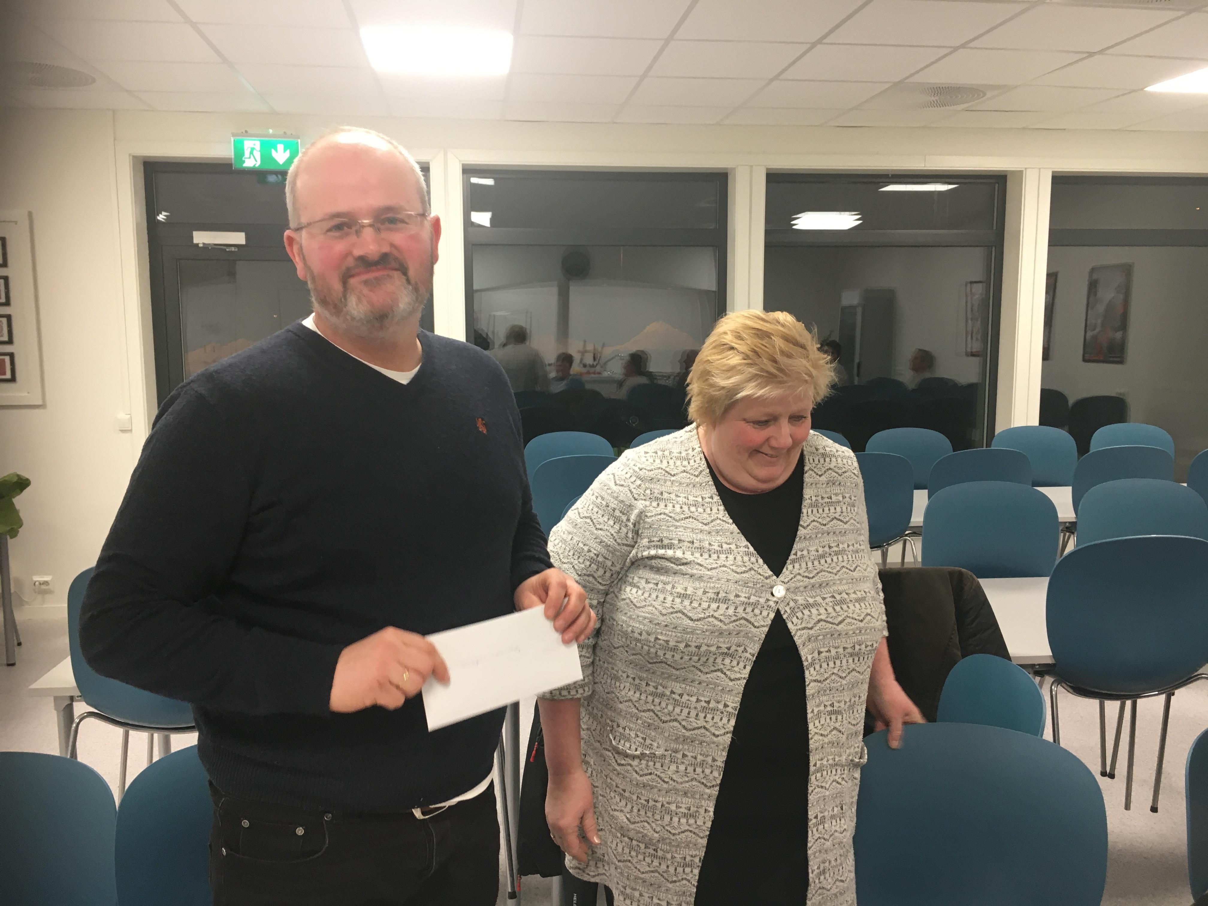 Årsmøte i Herøy 2018_Torgeir takker Astrid