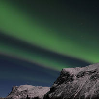 nordlys over Røyel og kjellerkampen web