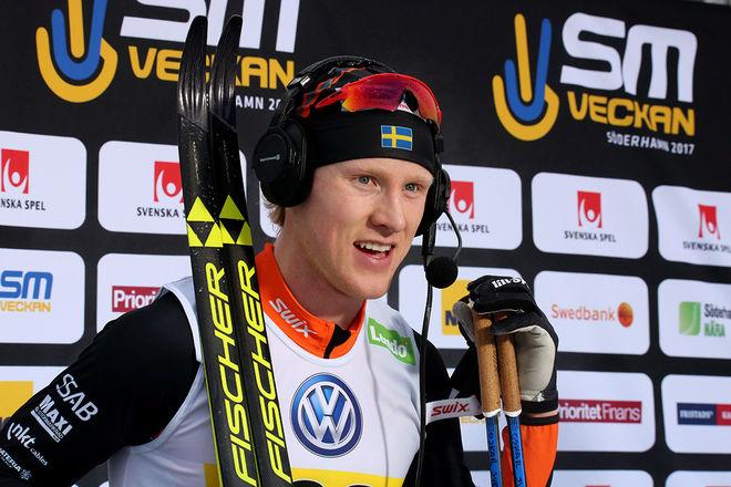 OSKAR SVENSSON tog hem minitouren i Övik sedan han spurtat ner Karl-Johan Westberg inne på Skyttis IP i den avgörande jaktstarten. Foto/rights: MARCELA HAVLOVA/KEK-stock
