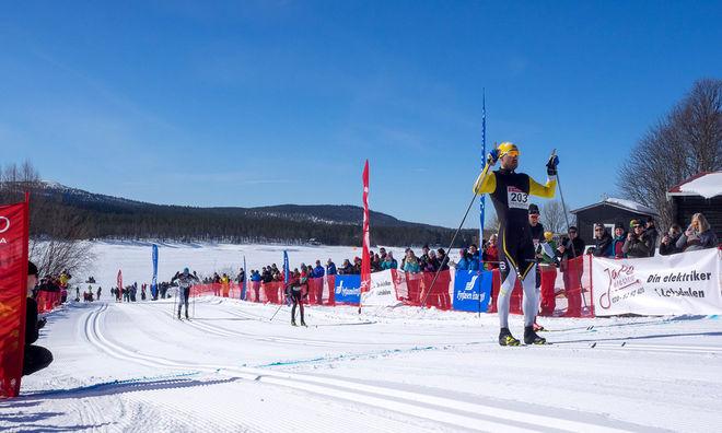 ANDREAS NYGAARD litade på sin starka avslutning igen och vann Pilgrimsloppet i Lofsdalen före Anton Karlsson (precis bakom). Foto: ARRANGÖREN