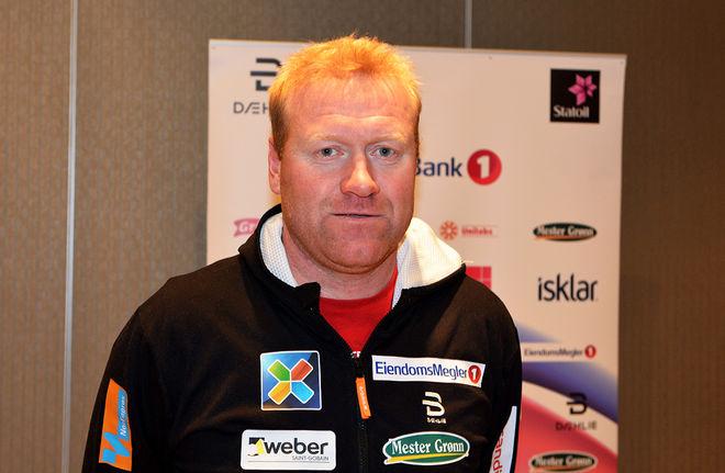 ROAR HJELMESET slutar som tränare för det norska damlandslaget. Fd svenska damtränaren Ole Morten Iversen nämns som en möjlig ersättare. Foto: ROLF ZETTERBERG