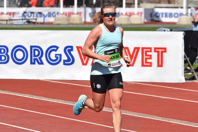 TUFFT TRÄNINGSPASS för Hanna Falk under lördagen. Det slutade med nytt personligt rekord på halvmaraton i Göteborgsvarvet. Foto: ROLF ZETTERBERG