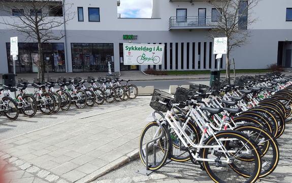 Bygdebike  Ås stasjon før åpning sykkeldag 19