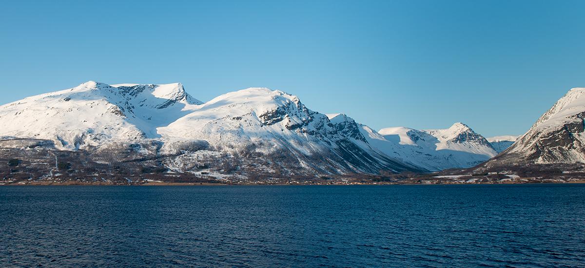 Vinterbilde som viser Olderdalen og fjellene om vinteren