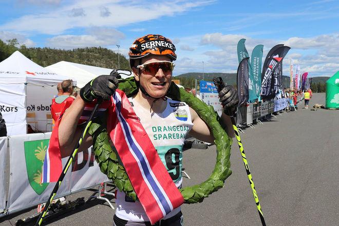 ANDERS MØLMEN HØST från svenska Team Serneke vann det 80 km långa Olaf Skoglunds Minnesløp mellan Kragerø och Gautefall i Norge i helgen. Foto: ARRANGØREN