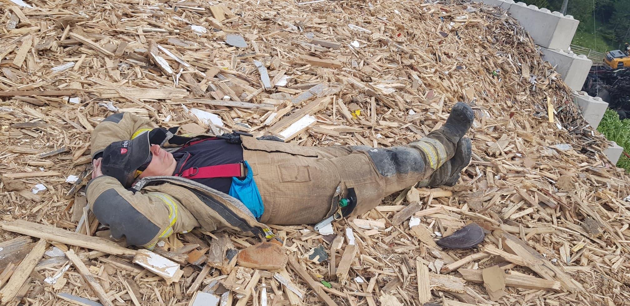 Sovende brannmann.jpg