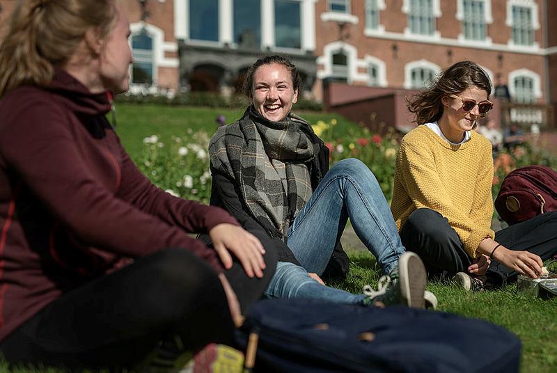 Fotografi av studenter utenfor NMBU