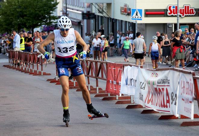 LINN SÖMSKAR på väg mot seger i världscup-prologen på rullskidor i Torsby under fredagen. Foto/rights: ÅGE KRISTIANSEN/KEK-stock