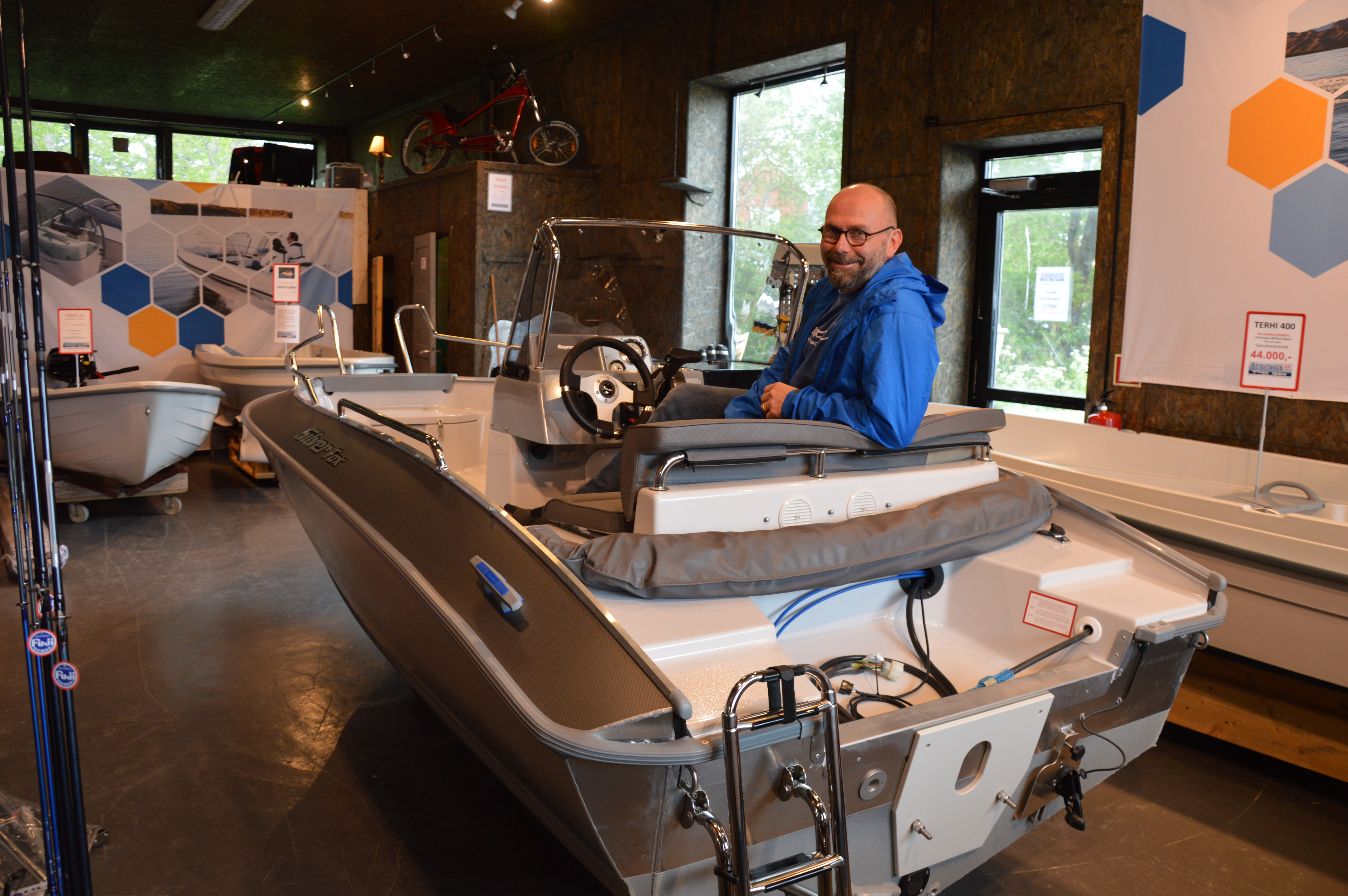 Selger småbåter i stor stil_Kurt Aril i båten