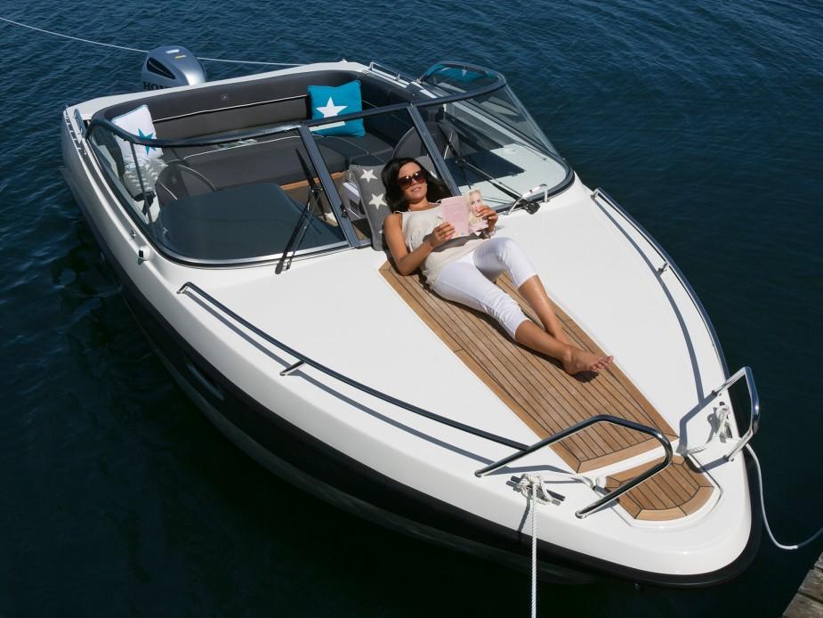Selger småbåter i stor stil_reklamebilde