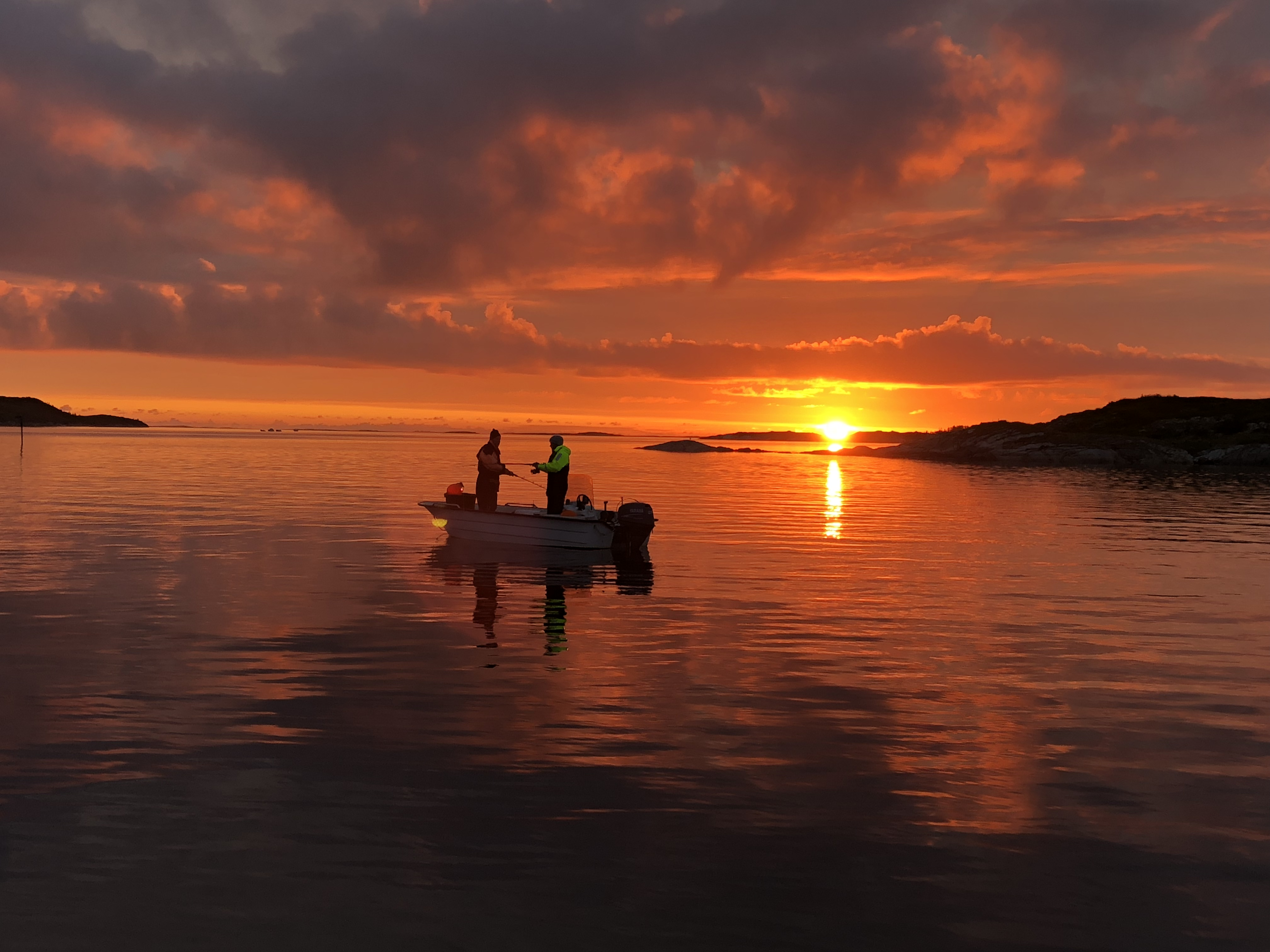"""""""Fiskere i solnedgang"""". Tatt på Herøy, utenfor Øksningsbrua"""